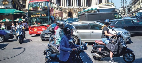 Paris-circulation-scooters